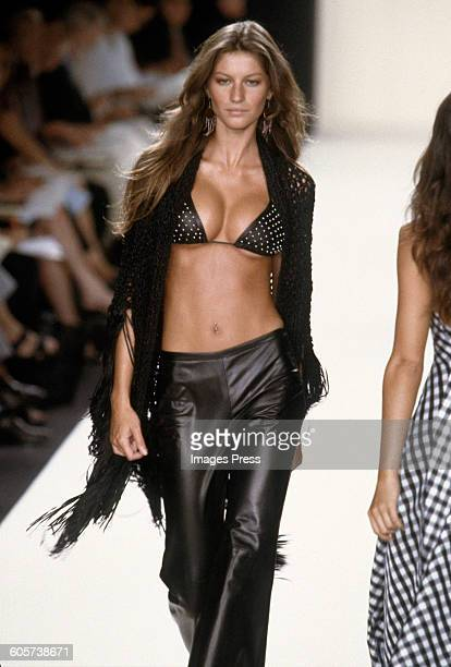 Gisele Bundchen at the Ralph Lauren Spring 2000 show circa 1999 in New York City