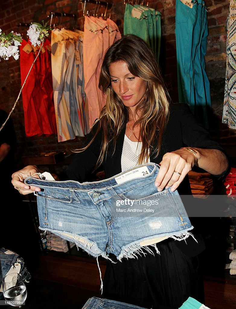 Gisele Bundchen attends the Rag & Bone Boston boutique opening on Newbury Street on April 20, 2012 in Boston, Massachusetts.