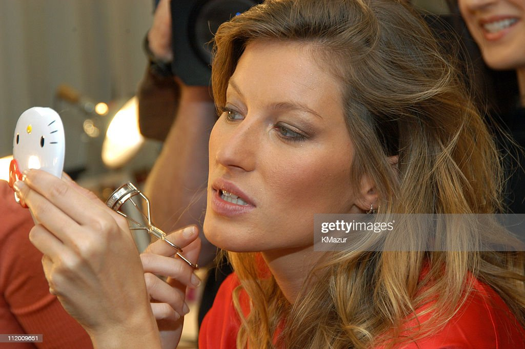 9th Annual Victoria's Secret Fashion Show - Hair and Makeup : News Photo