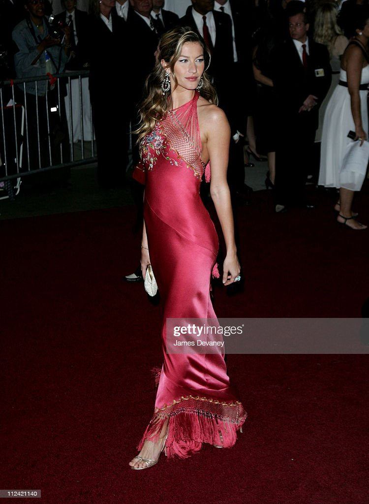 """""""AngloMania"""" Costume Institute Gala at The Metropolitan Museum of Art - Arrivals : News Photo"""
