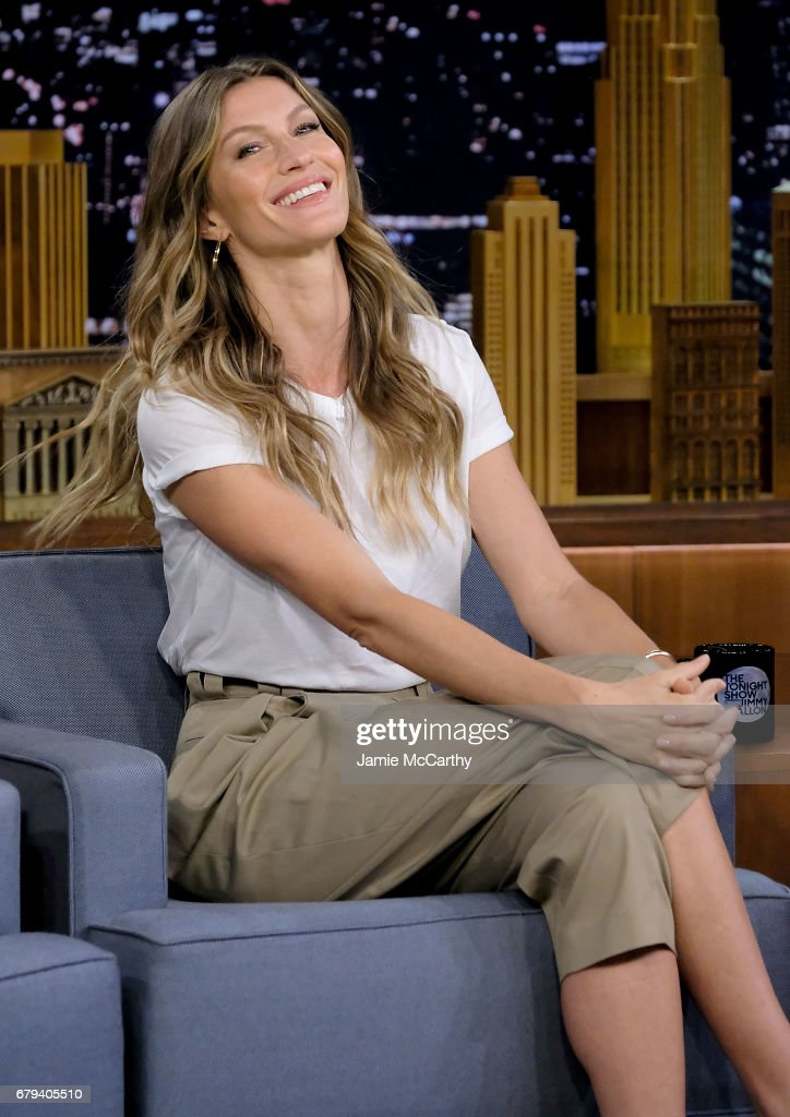 Gisele Bundchen Visits 'The Tonight Show Starring Jimmy Fallon' : News Photo