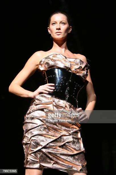 Gisele Bundchen wearing Dolce Gabbana Fall/Winter 2007