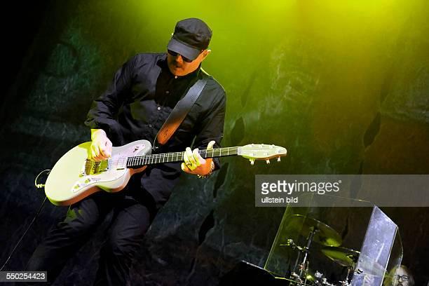 Gitarrist Duke Erikson während eines Konzerts im EWerk in Köln