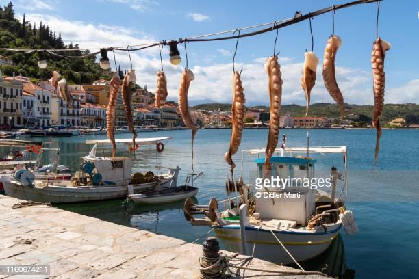 githio harbor in greece - creta fotografías e imágenes de stock