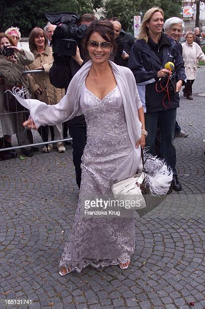 Gitta Saxx Bei Der Hochzeit Von H. Lauterbach Und V. Skaf In München Am 080901 In Der Erlöserkirche .