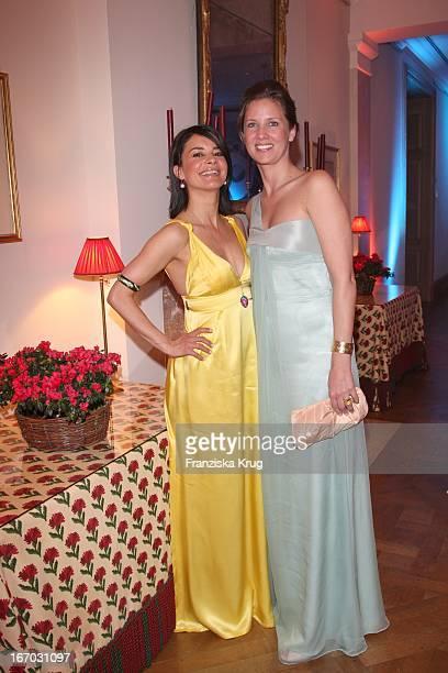 """Gitta Saxx Und Dana Schweiger Bei Der Verleihung Der """"Gala Spa Awards"""" 2008 In Baden-Baden ."""