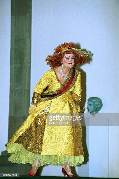 Gitte Haenning als Göttin Juno Premiere von Orpheus in der Unterwelt Sankt MaximinKirche/Trier Bühne Kostüm Verkleidung Theater Kostüme