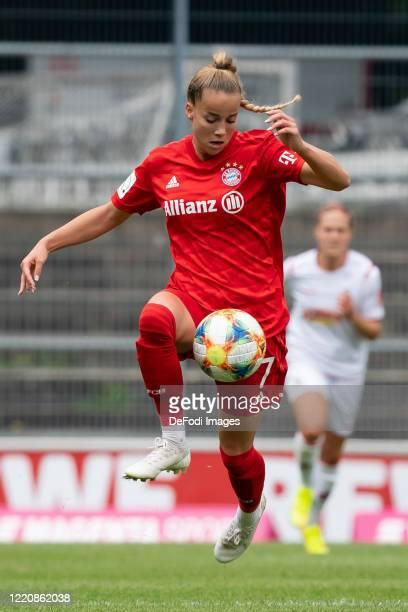 Giulia Gwinn of Bayern Muenchen controls the ball during the Flyeralarm Frauen Bundesliga match between 1 FC Koeln Women's and Bayern Munich Women's...