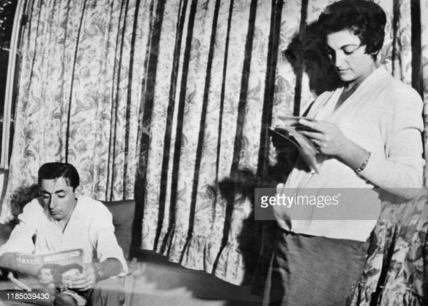 """Giulia Locatelli est revenue au domicile du champion Fausto Coppi à Novo Ligure, le 16 septembre 1954. Surnommée """"La dame blanche"""", car toujours..."""