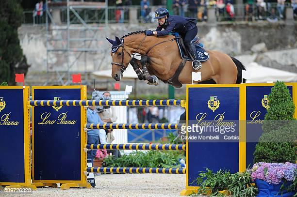Giulia Martinengo Marquet with his faithful horse Fixdesign Funke triumph at the Piazza di Siena in Rome in 2015