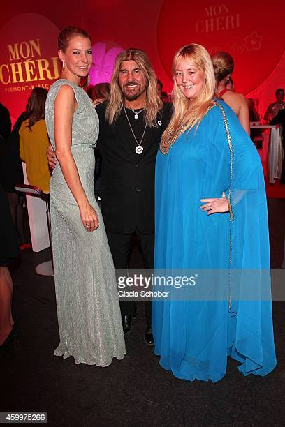 Giulia Siegel Abi Ofarim and his girlfriend Kerstin during the Mon Cheri Barbara Tag 2014 at Haus der Kunst on December 4 2014 in Munich Germany