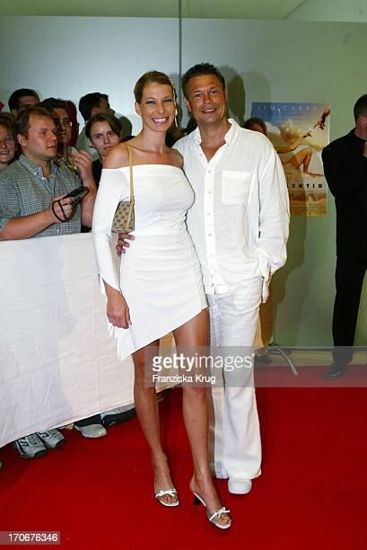 Giulia Siegel Und Ehemann Hans Wehrmann Bei Der Deutschlandpremiere Des Kinofilm Bruce Allmächtig Am 110603 In München
