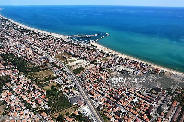 giulianova 、空からの眺め - アブルッツォ州 ストックフォトと画像