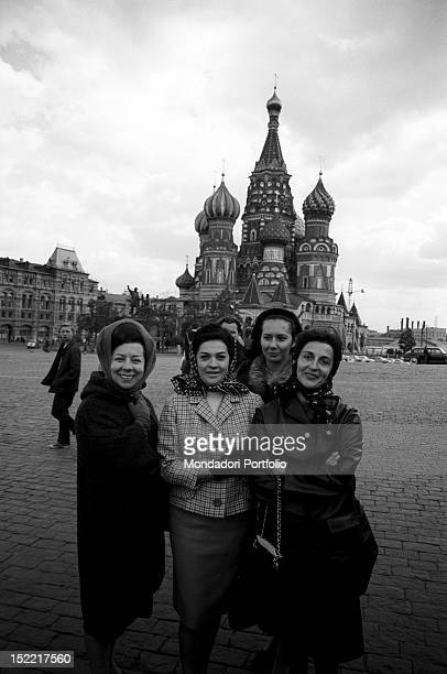 Giulietta Simionato Fiorenza Cossotto Edda Vincenzi and another collegue in the Red Square of Moscow in the background the Kremlin Moscow September...