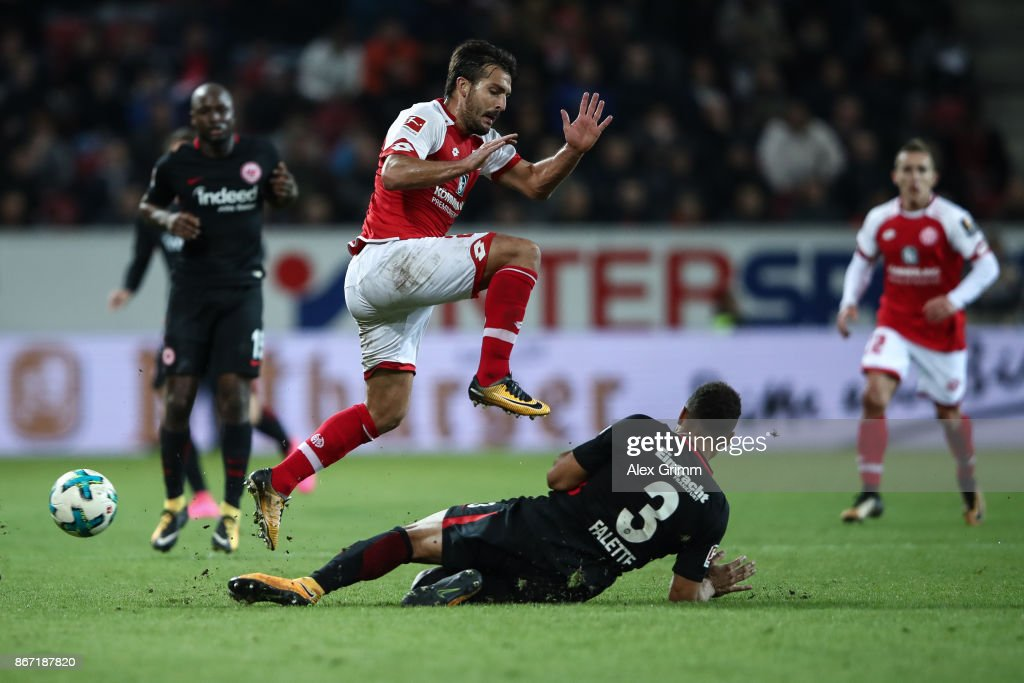 Giulio Donati (L) of Mainz and Simon Falette #3 of Frankfurt battle for the ball during the Bundesliga match between 1. FSV Mainz 05 and Eintracht Frankfurt at Opel Arena on October 27, 2017 in Mainz, Germany.