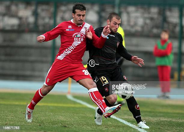 Giulio Donati of US Grosseto Fc battles for the ball with Alessio Campagnacci of Reggina Calcio during the Serie B match between US Grosseto and...