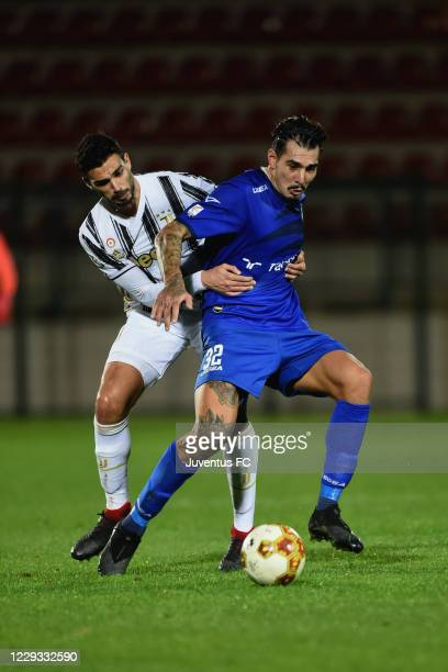 Giulio Parodi of Juventus FC competes for the ball with Franco Ferrari of Como during the Serie C match between Juventus U23 and Como at Stadio...