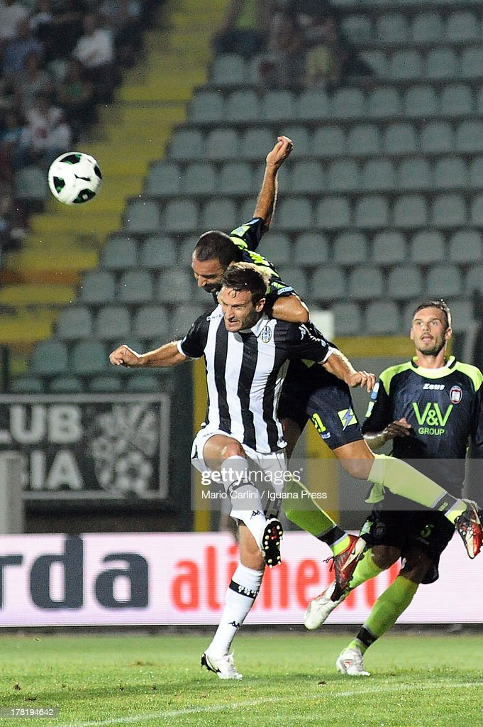 Giuseppe Abruzzese # 21 of FC Crotone ( R ) wins a header over Santiago Morero # 19 of AC Siena ( L ) during the Serie B match between AC Siena and FC Crotone at Stadio Artemio Franchi on August 24, 2013 in Siena, Italy.
