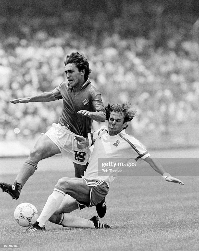 Giuseppe Galderisi of Italy (left) is tackled by Patrick Battiston of France during their Round of 16 World Cup Finals match held at the Olympic Stadium in Mexico City, Mexico on 17th June 1986. France beat Italy 2-0. (Bob Thomas/Getty Images).
