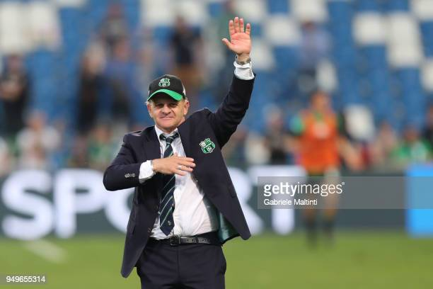 Giuseppe Iachini manager of Sassuolo Calcio greets the ACF Fiorentina supporters during the serie A match between US Sassuolo and ACF Fiorentina at...