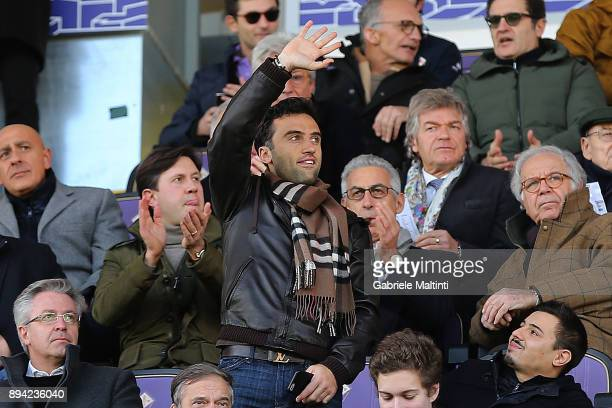 Giuseppe Rossi of Genoa CFC greets his former ACF Fiorentina supporters during the Serie A match betweenACF Fiorentina and Genoa CFC at Stadio...