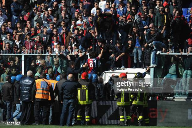 Giuseppe Sculli of Genoa CFC discutes with a supporter during the Serie A match between Genoa CFC and AC Siena at Stadio Luigi Ferraris on April 22...