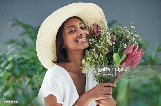 dê-me flores e eu serei a pessoa mais feliz! - cabelo preto - fotografias e filmes do acervo