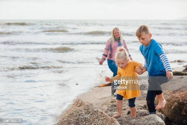 giving a helping hand - vacations stock pictures, royalty-free photos & images