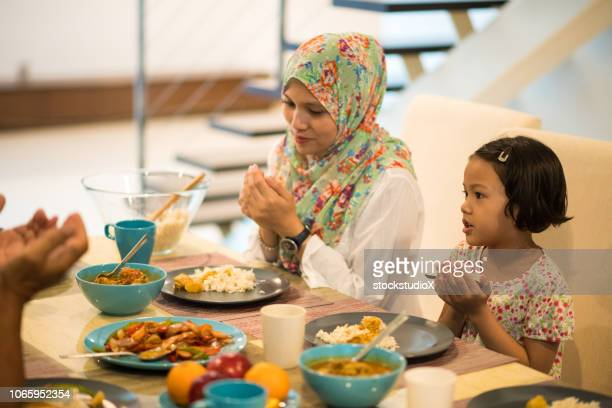 giving thanks at dinner - muslim praying stock pictures, royalty-free photos & images