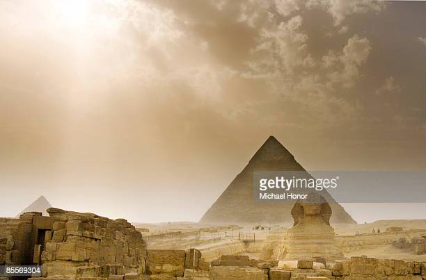 giza sandstorm - pyramid shape stock pictures, royalty-free photos & images