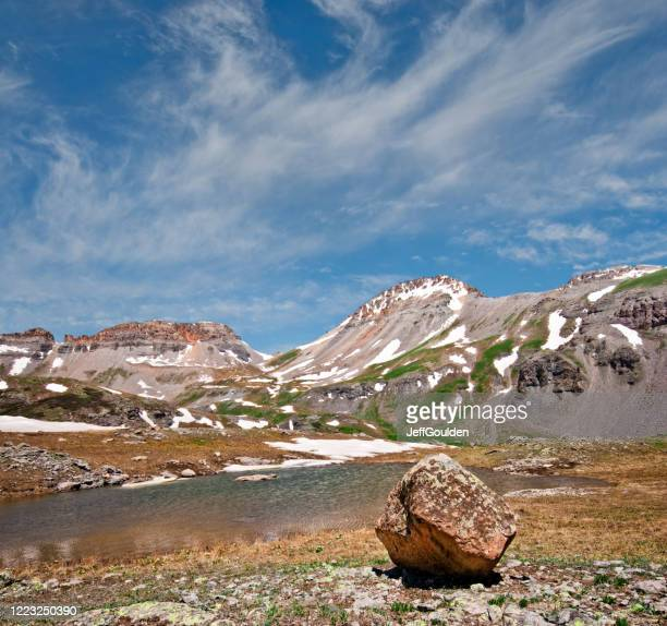 glacial erratic in upper ice lakes basin - jeff goulden stock pictures, royalty-free photos & images