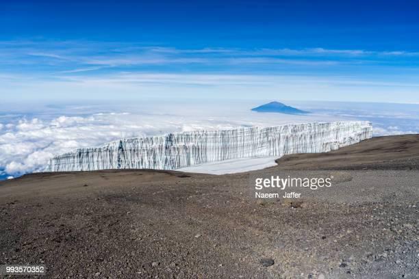 glacier and meru - meru filme stock-fotos und bilder