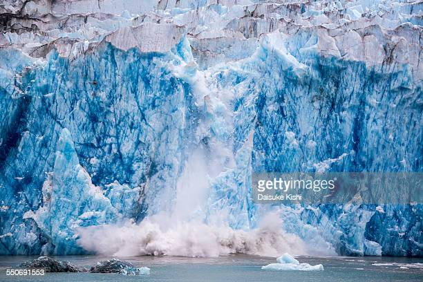 glacier calving - glacier collapsing stock pictures, royalty-free photos & images