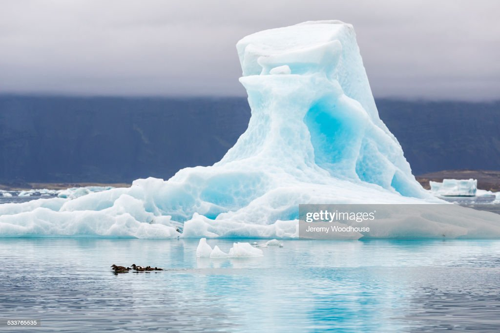 Glacier floating in Jokulsarlon Glacier Lagoon, Iceland : Foto stock