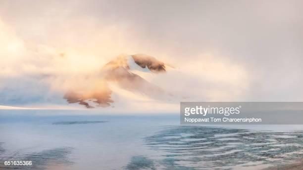 glacier in alaska, usa - paisajes de alaska fotografías e imágenes de stock