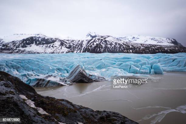 glacier in iceland - blue icebergs floating in the lagoon - jokulsarlon lagoon stock photos and pictures