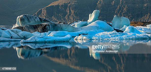 glacier lagoon in eavining sun - breidamerkurjokull glacier stock photos and pictures