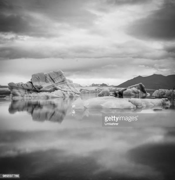 Gletscherlagune in Island schwarz / weiß Bild