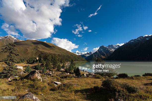 glacier lake yihun lhatso - didier marti stock photos and pictures
