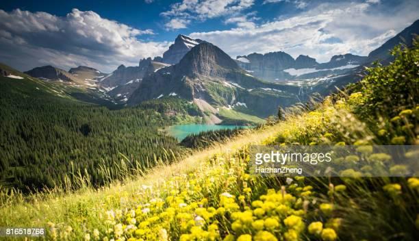 glacier national park, montana - größere sehenswürdigkeit stock-fotos und bilder