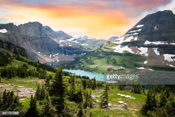parque nacional glacier, montana, eua - parque nacional glacier - fotografias e filmes do acervo