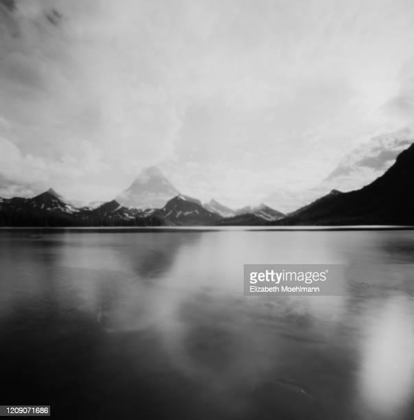 glacier national park - lago two medicine montana - fotografias e filmes do acervo