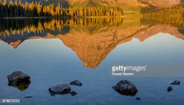 glacier national park - montanha sinopah - fotografias e filmes do acervo