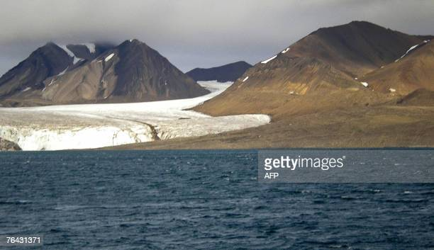 4/ A glacier seen from the Ice Fjord on the Norwegian Arctic archipelago of Svalbard Temperatures in the Arctic region are rising twice as fast as...