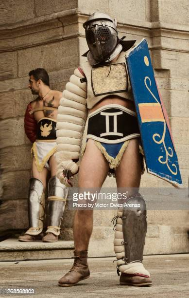 gladiators in the main square of lugo during the arde lucus roman reenactment festival - victor ovies fotografías e imágenes de stock