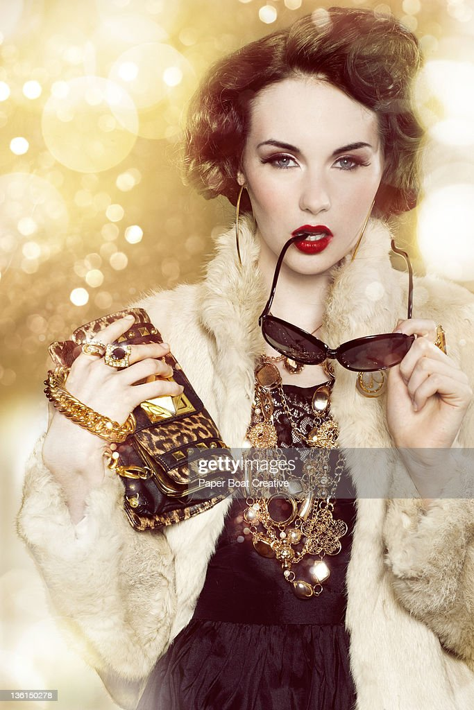 glamorous woman with gold chains and fur coat : Stock-Foto