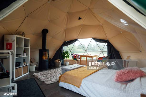 glamping interior - sustainable lifestyle stock pictures, royalty-free photos & images