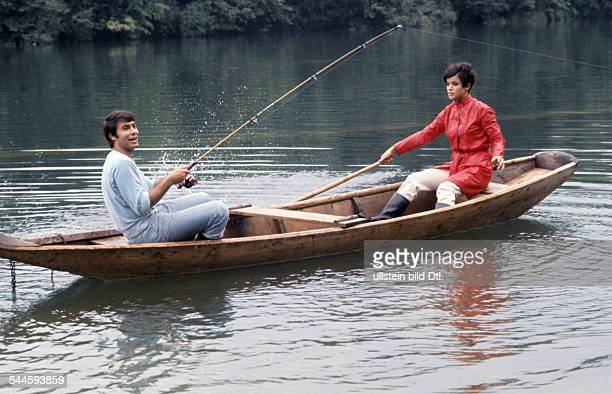 Glas Uschi * Actress Germany and Roy Black in a boat on a lake