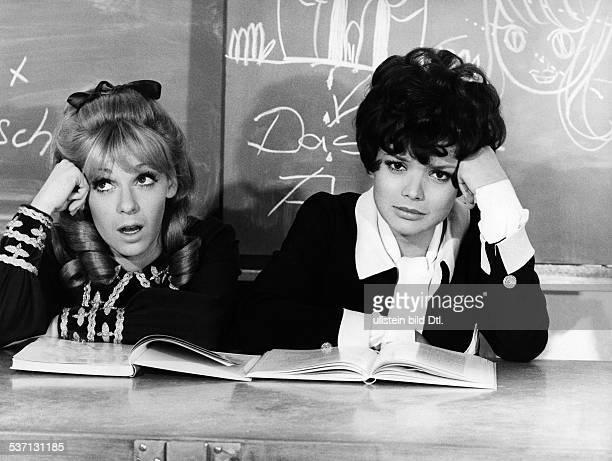 Glas Uschi * Schauspielerin D Mit Anita Kupsch in 'Klassenkeile' BRD 1969 Regie Franz Josef Gottlieb