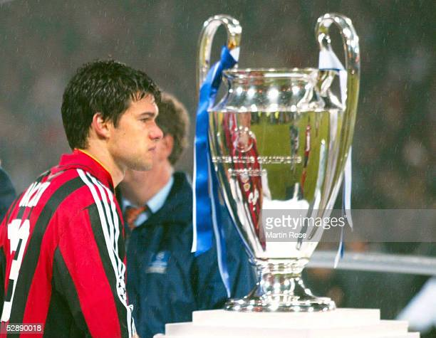 LEAGUE 01/02 FINALE Glasgow BAYER 04 LEVERKUSEN REAL MADRID 12 REAL MADRID CHAMPIONS LEAGUE SIEGER 2002 Michael BALLACK/LEVERKUSEN und der POKAL